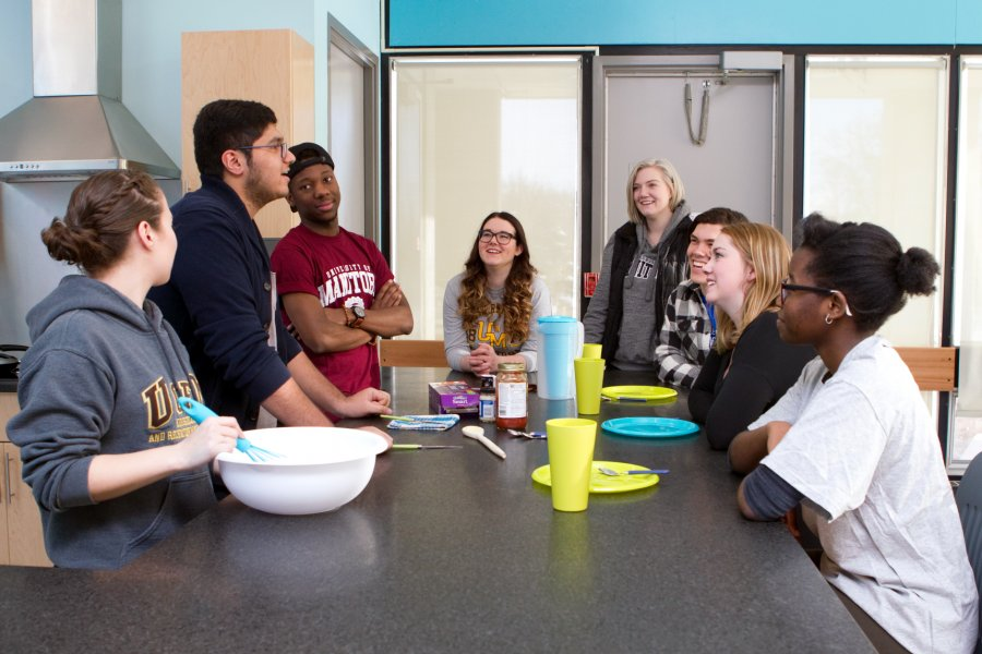 A group of students making a meal together in a University of Manitoba Residence kitchen.
